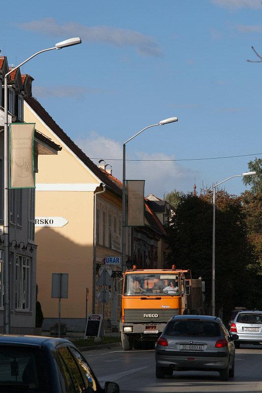 Loše montirana javna rasvjeta u Jastrebarskom