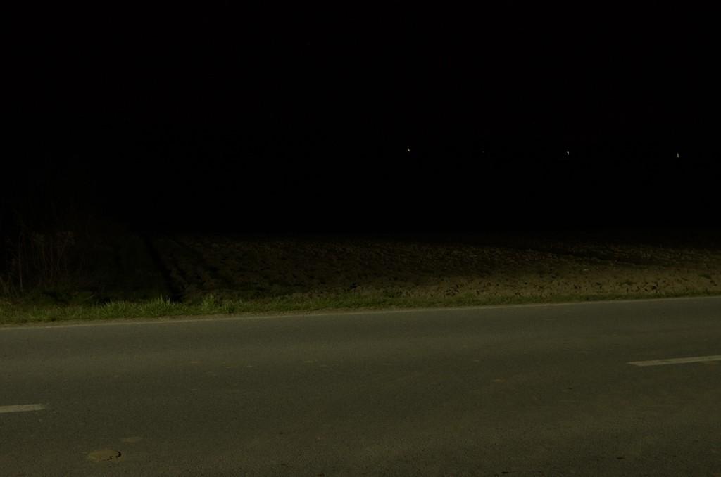 Nakošene rasvjetna tijela, umjesto da su postavljena strogo horizontalno, sada svjetle po poljima na desetke metara od ceste.
